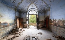 """Abandoned Art In Decay"" - Roman Robroek & Mostra Collettiva @ Caffè Tommaseo"